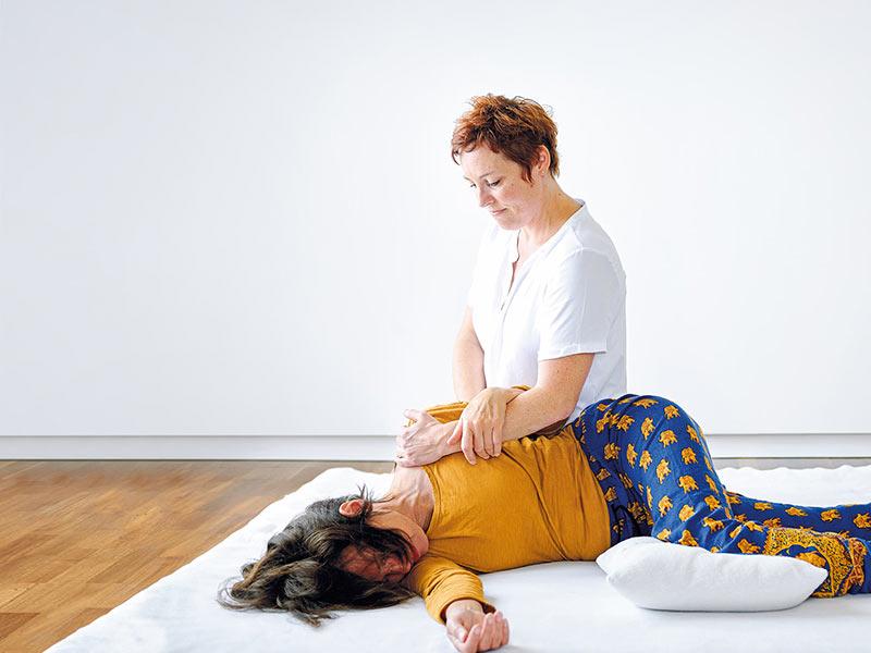 liegende Shiatsu Behandlung